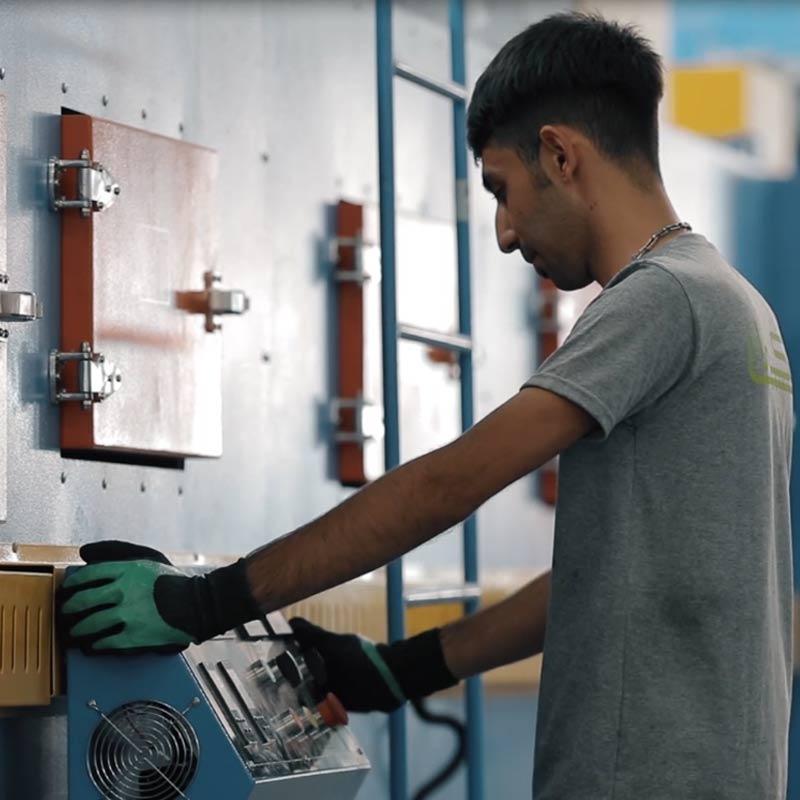 کارشناسان ناظر بر خط تولید عایق الاستومریک لینکران در شمس آباد